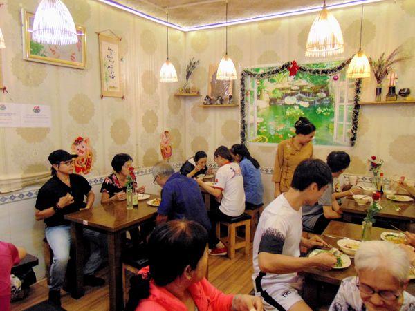 """Mãn Tự Vegan - quán buffet chay độc đáo giữa lòng Sài Gòn """"Vui thì trả tiền, không vui cũng không sao"""""""