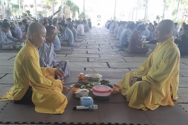 tu_mot_ngay_tai_chua_hoang_phap_cambodia_.jpg