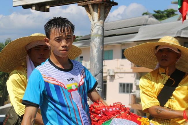 nguoiphattu_com_xe_tai_cho_day_banh_keo_cung_duong_cho_500_nha_su15.jpg