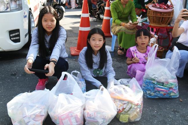 nguoiphattu_com_xe_tai_cho_day_banh_keo_cung_duong_cho_500_nha_su5.jpg