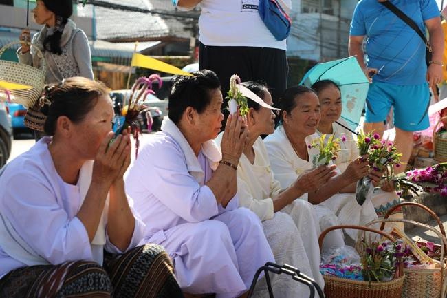 nguoiphattu_com_xe_tai_cho_day_banh_keo_cung_duong_cho_500_nha_su6.jpg
