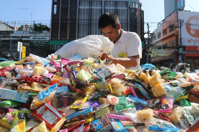 nguoiphattu_com_xe_tai_cho_day_banh_keo_cung_duong_cho_500_nha_su8.jpg