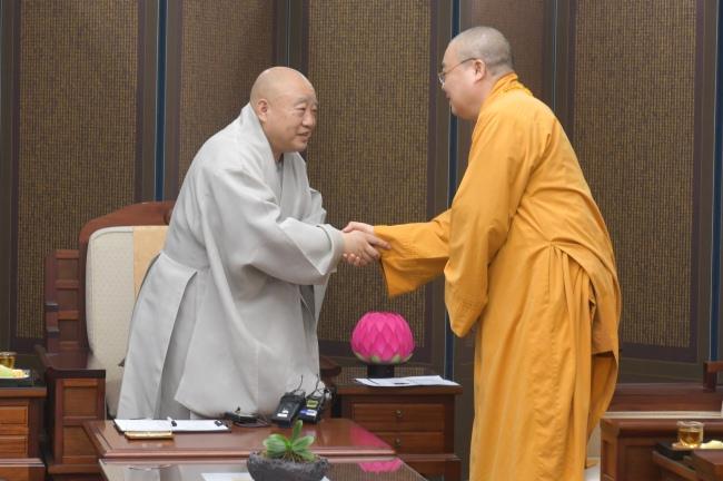 nguoiphattu_com_phai_doan_ghpgvn_tham_va_lam_viec_voi_chu_tich_tong_tao_khe3.jpg