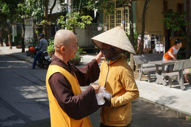 nguoiphattu_com_nhom_thien_nguyen_lam_yeu_thuong_tang_xe_dap5.jpg