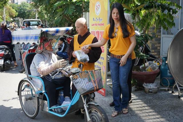 nguoiphattu_com_nhom_thien_nguyen_lam_yeu_thuong_tang_xe_dap6.jpg