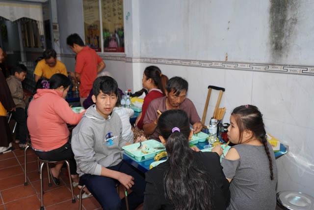 nguoiphattu_com_nhom_thien_nguyen_lam_yeu_thuong_tang_xe_dap7.jpg