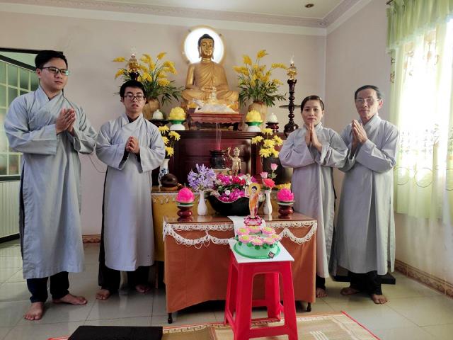 nguoiphattu_com_co_mot_gia_dinh_nhu_the_trong_moi_mua_phat_dan_ve3.jpg