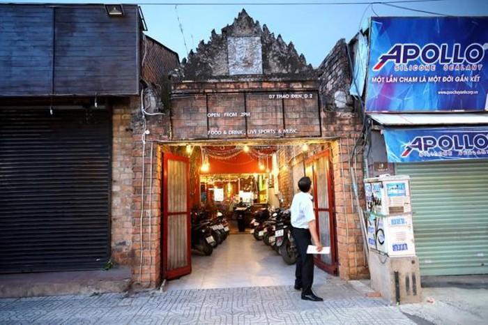 quan_bar_tai_tieng_buddha_go_tranh_tuong_lien_quan_den_ton_giao.jpg