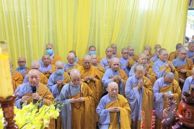 nguoiphattu_com_phai_doan_va_hang_van_phat_tu_den_vieng_le_tang_co_ni_truong_thich_nu_hue_giac2.jpg