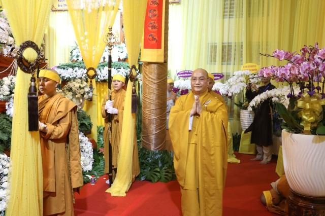 nguoiphattu_com_phai_doan_va_hang_van_phat_tu_den_vieng_le_tang_co_ni_truong_thich_nu_hue_giac33.jpg
