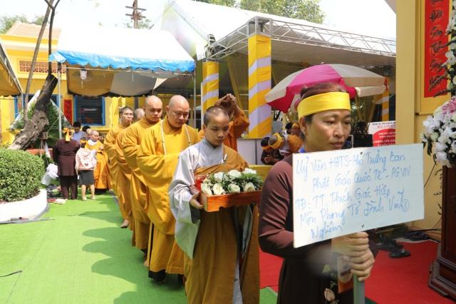 nguoiphattu_com_phai_doan_va_hang_van_phat_tu_den_vieng_le_tang_co_ni_truong_thich_nu_hue_giac42.jpg