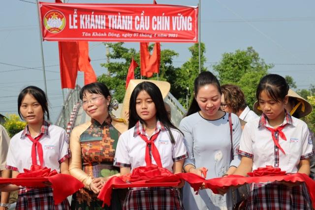 nguoiphattu_com_chua_thien_quang_tang_cau_giao_thong7.jpg