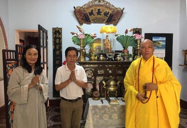 nguoiphattu_com_dang_huong_tuong_niem_va_tham_cac_gia_dinh_thanh_tu_dao_trong_phap_nan_19639.jpg