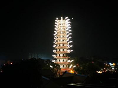 Hàng ngàn người dự đêm hoa đăng kỷ niệm Đức Phật Thích Ca Mâu Ni thành đạo, PL 2564