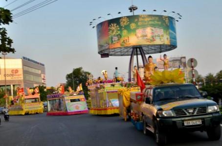 Hà Tĩnh: Diễu hành xe hoa, bế mạc Tuần lễ Văn hóa Phật đản PL 2563
