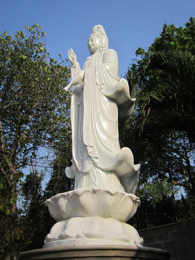 Thờ tượng Bồ tát Quán Âm lộ thiên tại nhà riêng có phạm pháp?
