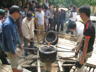Nghệ An: Chùa Bảo Minh – đền Bình An rót đồng đúc đại hồng chung