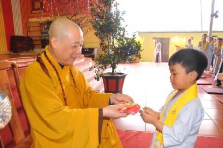Phật tử chùa Kim Long vui đón xuân Mậu Tuất