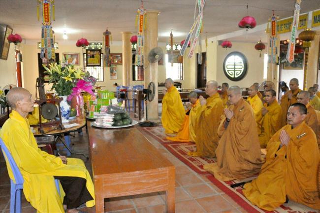 Tăng Ni Phật giáo Hà Nội đỉnh lễ Đức Đệ Tam Pháp Chủ GHPGVN