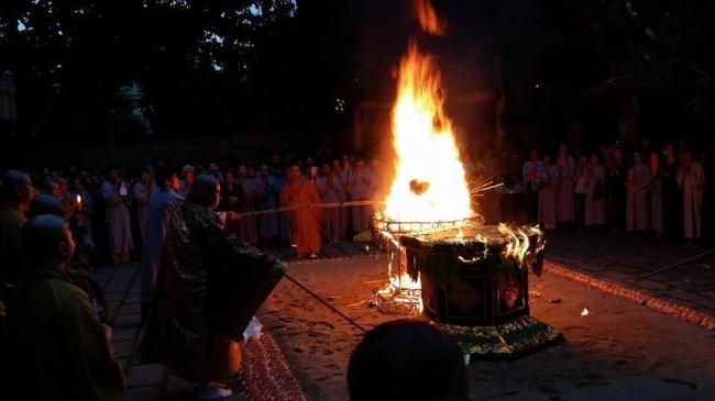 Ý kiến phản hồi của một cư sĩ về việc đốt vàng mã, Phật mã