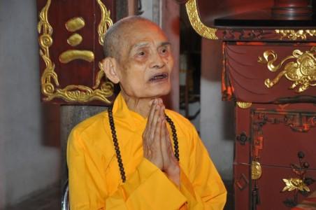 Chư tôn đức lãnh đạo Học viện PGVN và VNC Phật học VN đảnh lễ Đức Đệ Tam Pháp Chủ