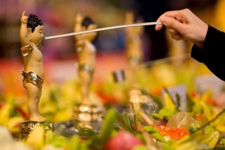 Ý nghĩa và phương cách làm lễ tắm Phật