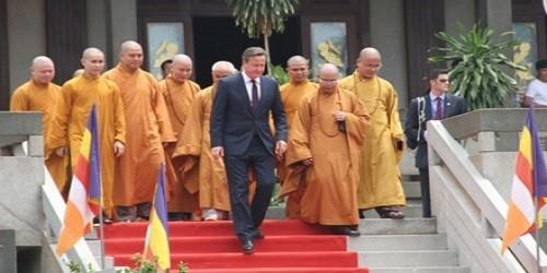 Thủ tướng Anh viếng thăm chùa Vĩnh Nghiêm