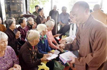 BTS GHPGVN tỉnh Hà Tĩnh thăm hỏi tặng quà người dân vùng lũ
