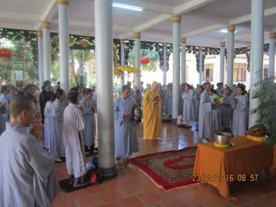 Hơn 400 hành giả tham dự khóa tu Bát quan trai tại chùa Lộc Thọ