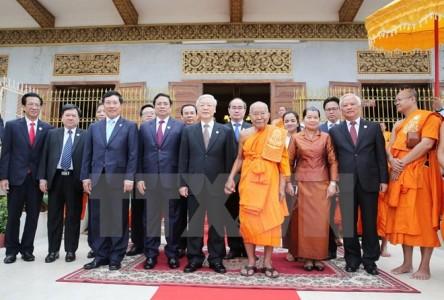 Tổng Bí thư thăm Đại Tăng thống Tep Vong và Đại Tăng thống Bukri