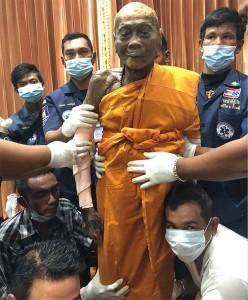 Thái Lan: Nhục thân của nhà sư 92 tuổi viên tịch sau 2 tháng vẫn còn nguyên vẹn (video)