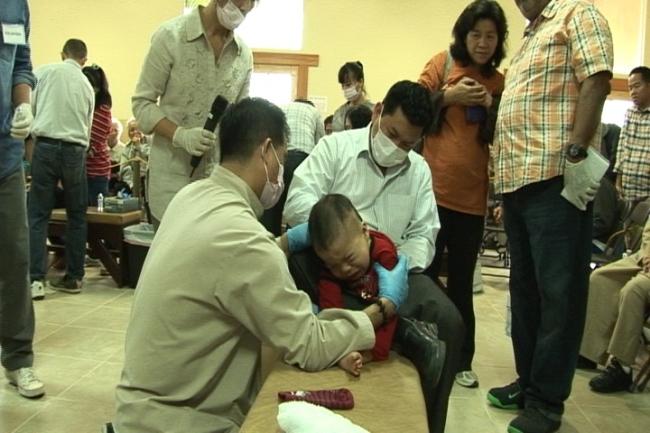 Dân chúng Bắc Cali kinh ngạc với lương y Võ Hoàng Yên đến từ Việt Nam