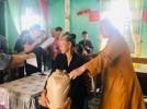 Phật giáo Hà Tĩnh tặng quà các hộ dân bị ảnh hưởng cơn bão số 4