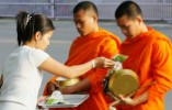 Phật dạy có năm đau khổ riêng biệt mà người đàn bà phải gánh chịu