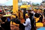 Hàng ngàn người cung tống kim quan cố Nhà sư Thích Thiện Tuệ trà-tỳ