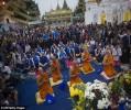 Cầu thủ Leicester thành tâm lễ Phật tại chùa vàng Shwedagon