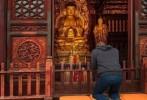 Nhà sáng lập facebook đến chùa lễ Phật