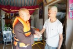 TT. Thích Chiếu Tuệ cùng phái đoàn về với người dân vùng lũ Hà Tĩnh