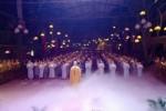 Hà Nội: Hàng ngàn người đến dự đêm hội hoa đăng kính mừng ngày Phật thành đạo