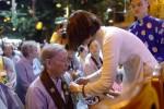 Hà Nội: Hàng ngàn người về dự lễ hội bông hồng cài áo tại chùa Bằng