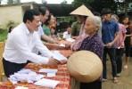 Hà Tĩnh: Đoàn từ thiện Ly Võ Hoàng Yên phát 1.000 phần quà hỗ trợ đồng bào bị thiệt hại do lũ lụt
