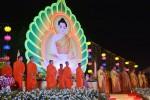 Cambodia: Chùa Hoằng Pháp hoa đăng kỷ niệm ngày Đức Phật thành đạo